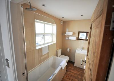 8b.Bathroom2